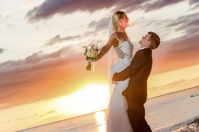 wedding photographer beach sunset
